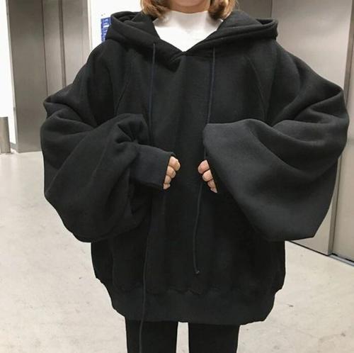 Áo hoodie màu đen tươi tắn, trẻ trung