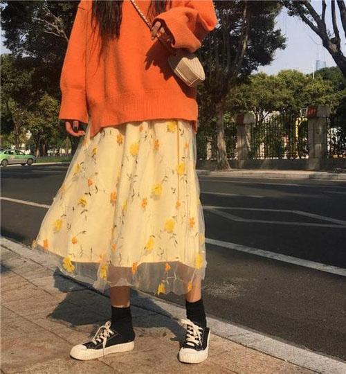 Set đồ hoodie và chân váy xòe cực kỳ nữ tính