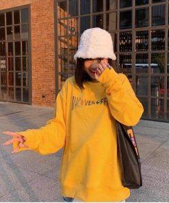 Áo sweater màu vàng in chữ style Hàn Quốc cực hot