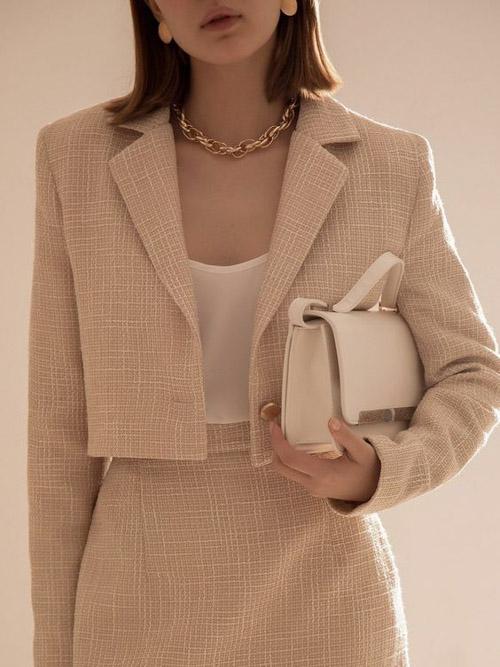 Blazer màu be thanh lịch - điểm nhấn trang phục công sở