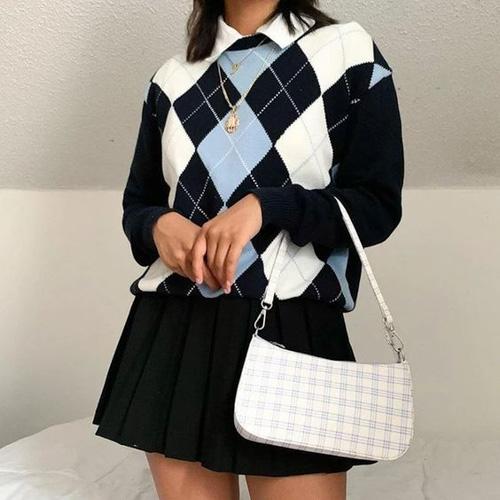 Chân váy xếp ly kết hợp với sweater