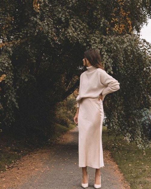 cách phối đồ thanh lịch cùng chân váy dài và áo sweater cổ cao