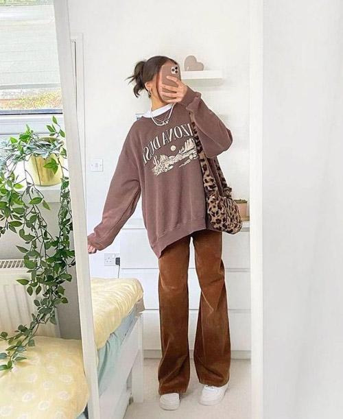phối áo hoodie không cổ với quần ống suông